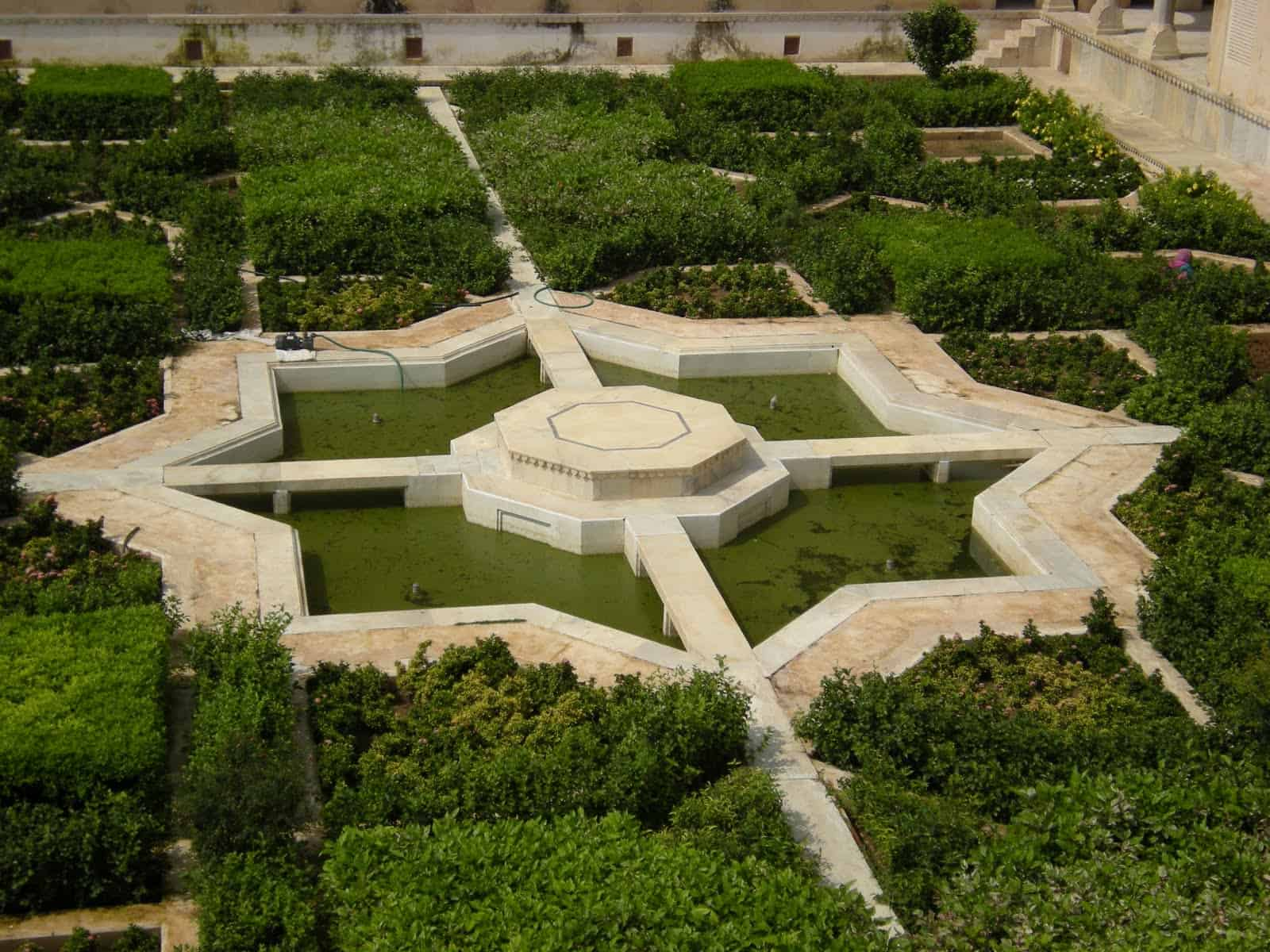 octagon - the garden of Taj Mahal