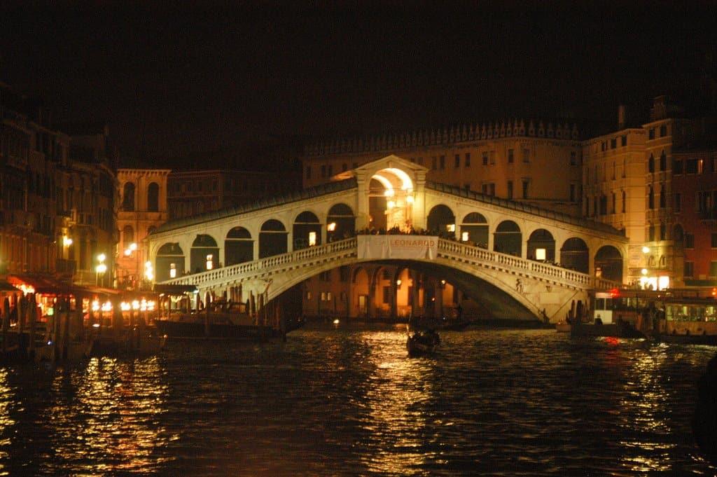 rialto-bridge-night