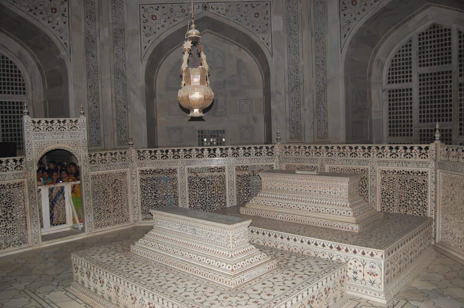 taj mahalt - the tomb