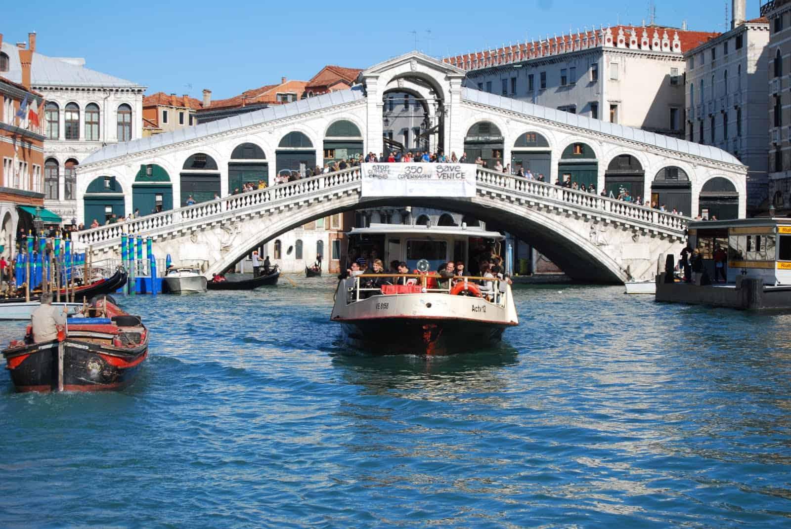 vaporetto-rialto-bridge